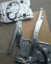 中国重汽豪沃A7玻璃升降器右/WG1664330004