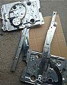中国重汽豪沃A7玻璃升降器左/WG1664330003