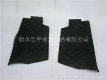豪沃(HOWO)踏板橡胶垫(左)