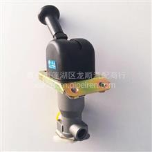 东风公司一中电气EQ145/153手控阀(侧三孔)/3517N2-010