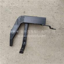 陕汽德龙X5000右踏步支架焊接总成/DZ14251248000